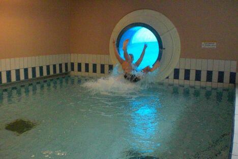 "Toboggan piscine St Valery en Caux<span class=""normal italic petit"">DR</span>"