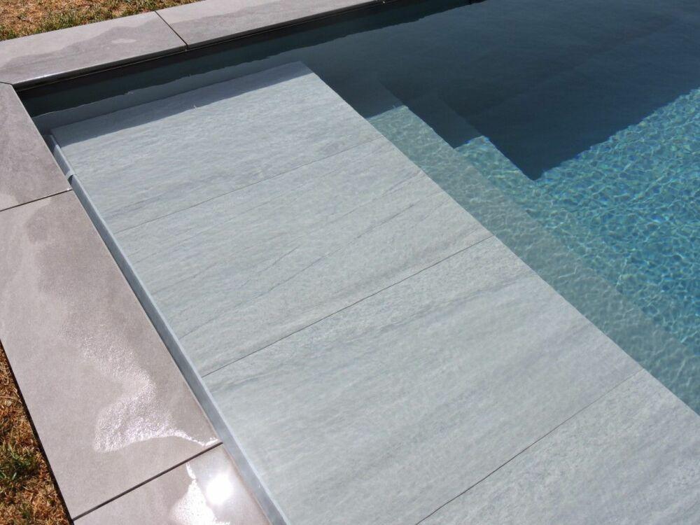 TOP-COVER : un habillage esthétique pour la couverture de piscine immergée.© ABPool