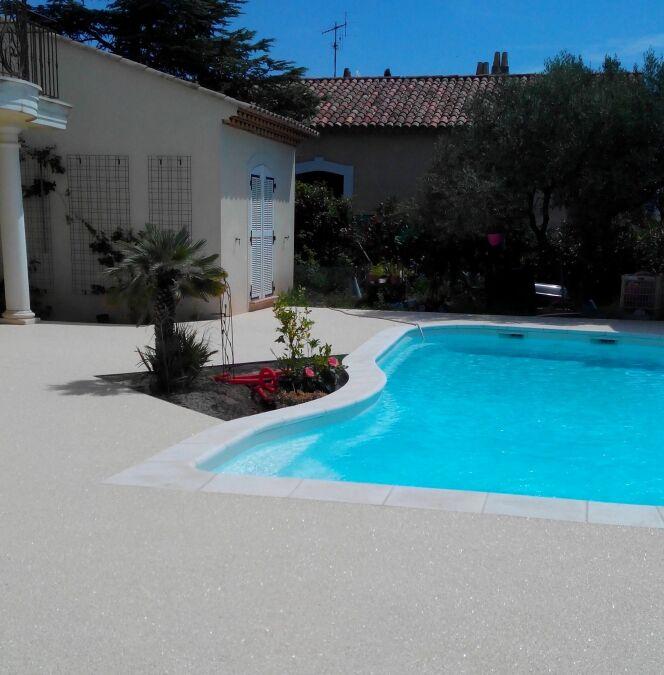 Tour de piscine, par Résiluxe