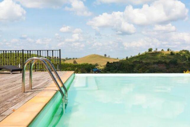 Traitement d'une piscine par oxydation photocatalytique