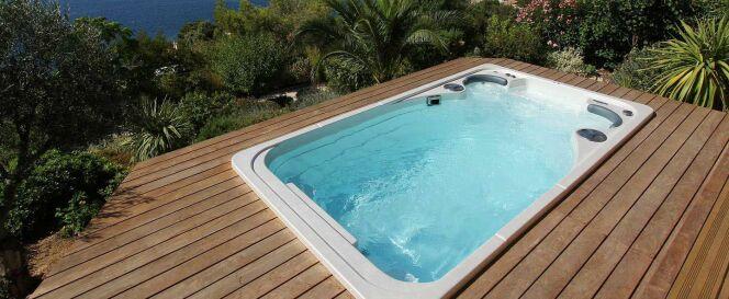 "Transformer sa piscine en spa de nage permet de redécorer sa terrasse.<span class=""normal italic petit"">© Clair Azur</span>"