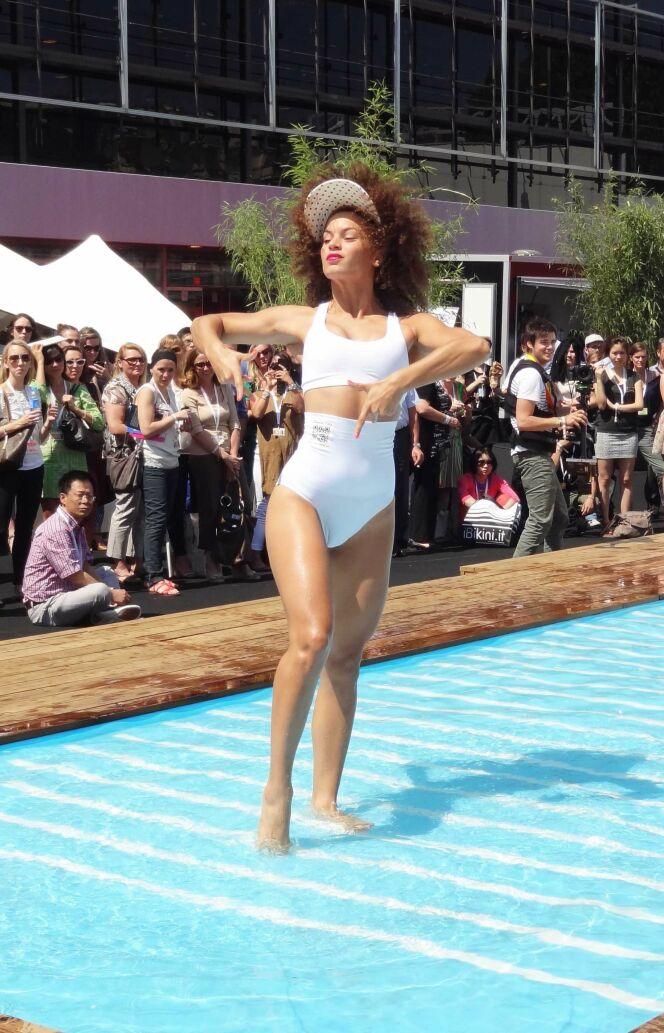 "Transformer son bikini rétro en maillot deux-pièces sportswear<span class=""normal italic petit"">© www.guide-piscine.fr</span>"