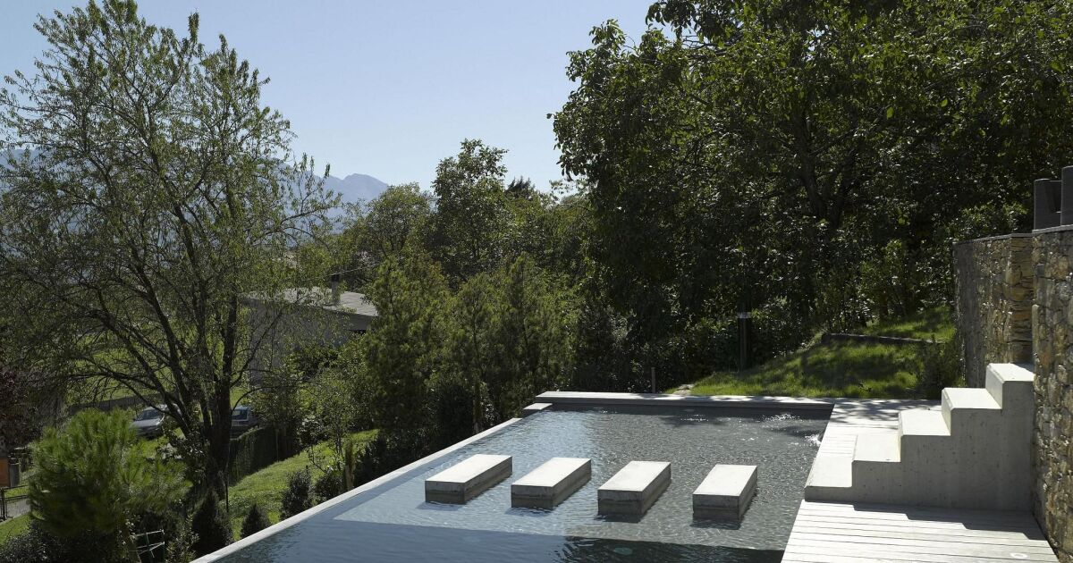 Trop plein piscine for Goulotte piscine