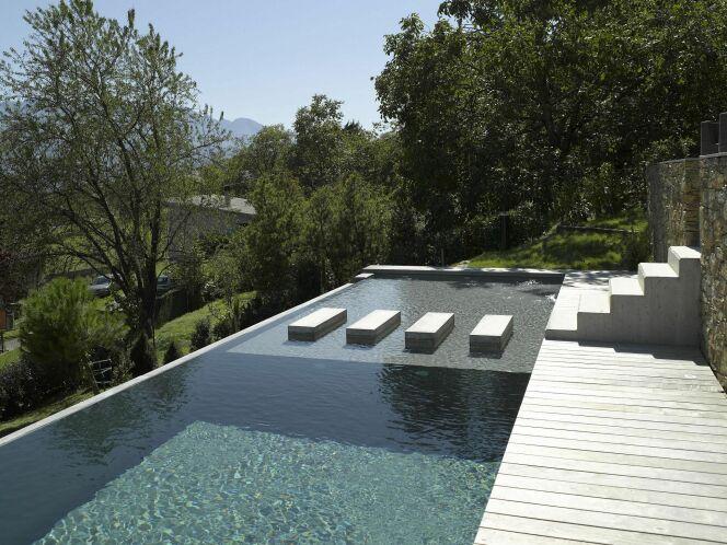 """Trop plein piscine <span class=""""normal italic petit"""">© Carré bleu - François Deladerrière</span>"""