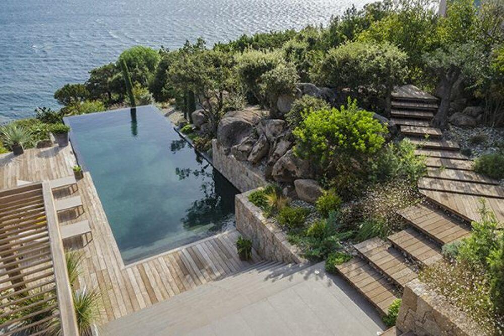 Trophée D'Argent Ex-Aequo - piscine familiale de forme angulaire© Vert Turquoise