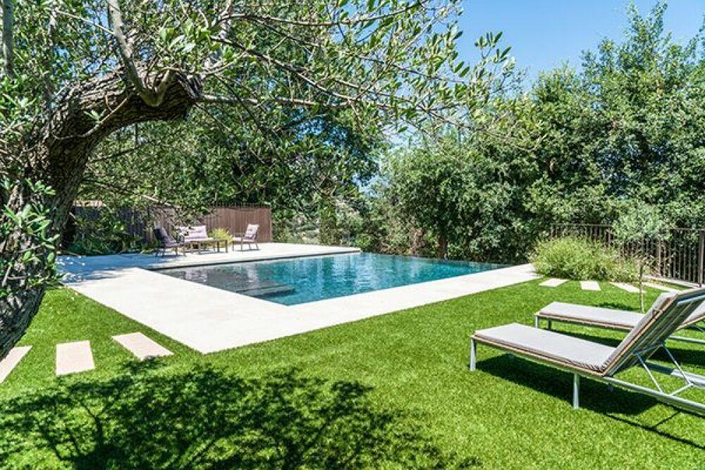 Trophée D'Argent Ex-Aequo - piscine familiale de forme angulaire© Diffazur Cpbr / Diffazur Piscines