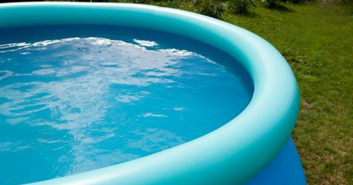 Trous et fuites dans une piscine gonflable for Bar dans une piscine