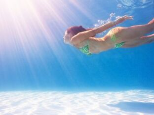 Nager pour maigrir : quel type de nage choisir ?