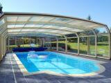 L'abri de piscine classique ou droit