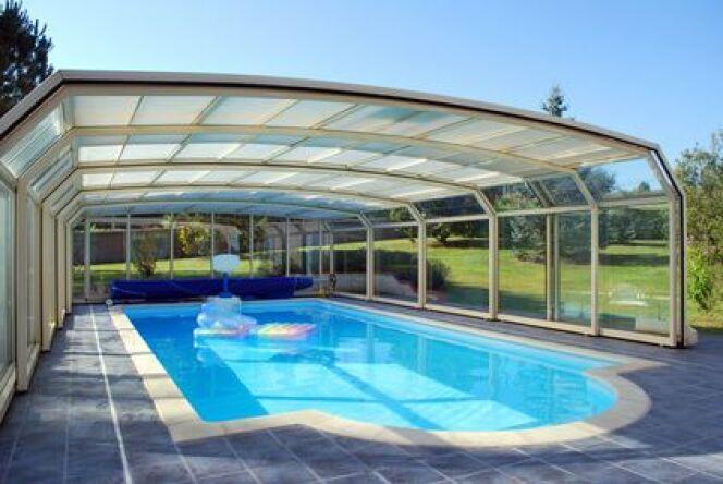 Un abri de piscine d'exposition