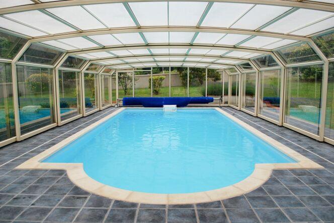 Un abri de piscine haut à prix d'usine