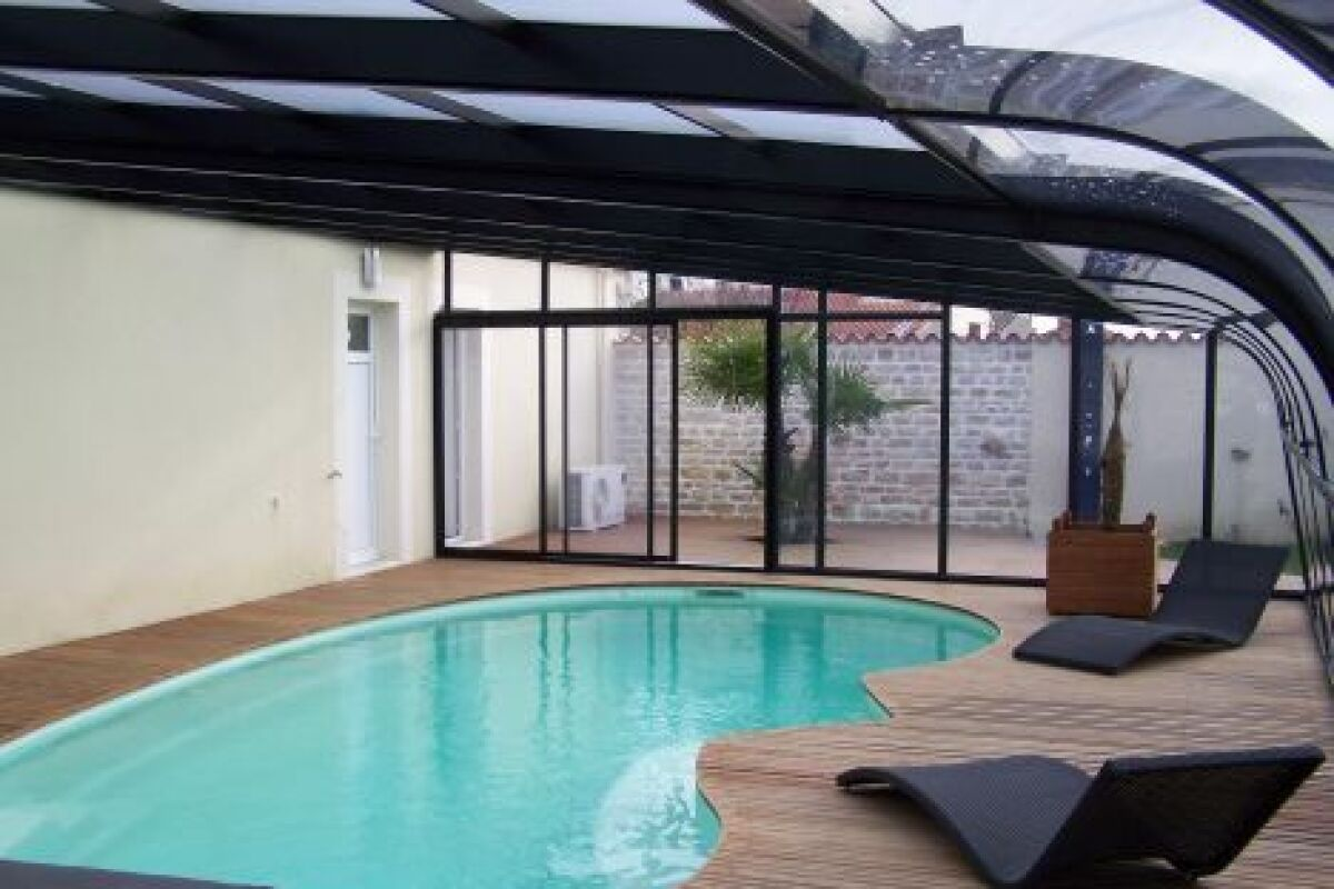 Extension Maison Piscine Couverte un abri de piscine haut ou une véranda ? - guide-piscine.fr