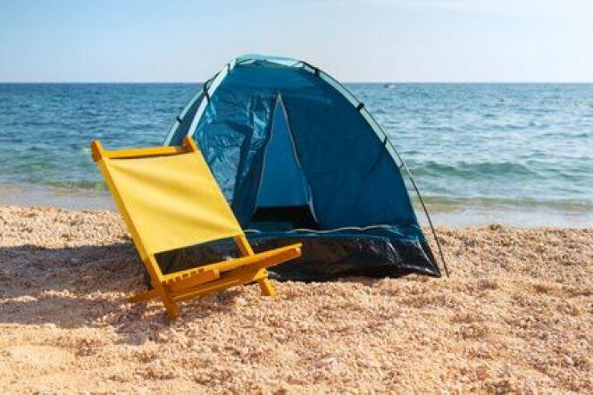 Un abri de plage pour profiter d'un moment de détente à l'ombre