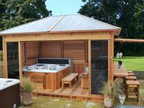 Un abri de spa : protégez votre bain à bulles toute l'année