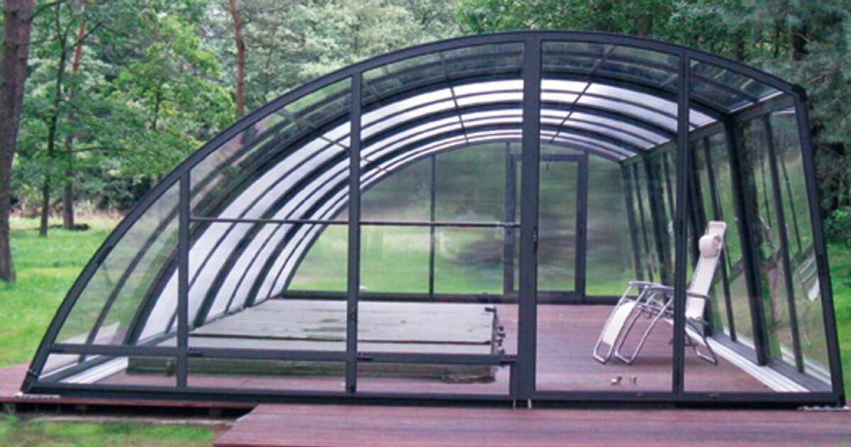 un abri pour spa de nage s 39 entra ner par tous les temps. Black Bedroom Furniture Sets. Home Design Ideas