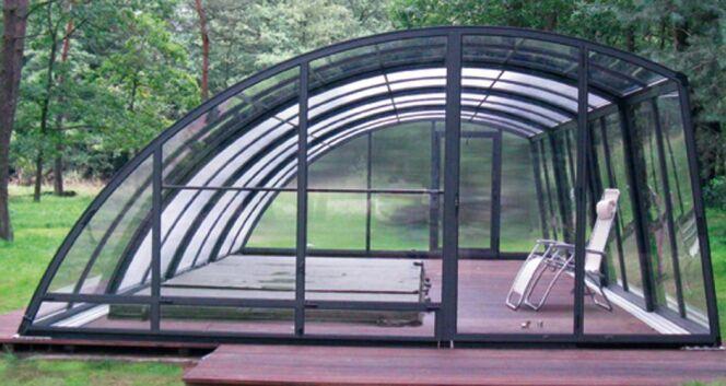 Un abri pour spa de nage doit s'adapter à la forme particulière de ce type de spa. Vous pouvez également opter pour un abri de piscine.