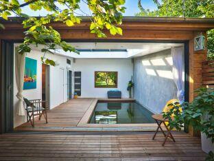 Une piscine à fond mobile en banlieue parisienne !