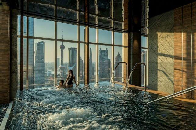 Un bain à remous au Four Seasons Hôtel à Shanghai