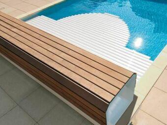 Un banc ou coffre pour volet de piscine