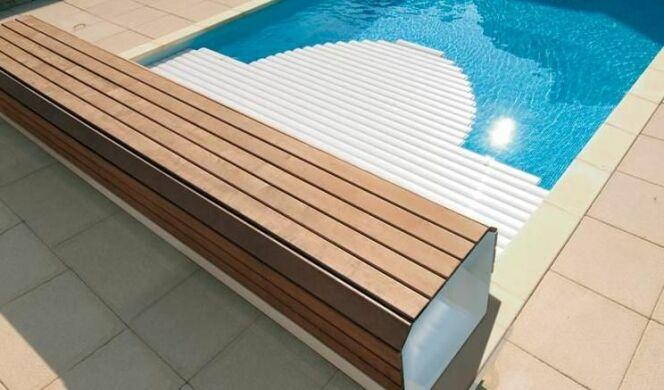 """Un banc pour volet de piscine <span class=""""normal italic petit"""">© Abriblue</span>"""