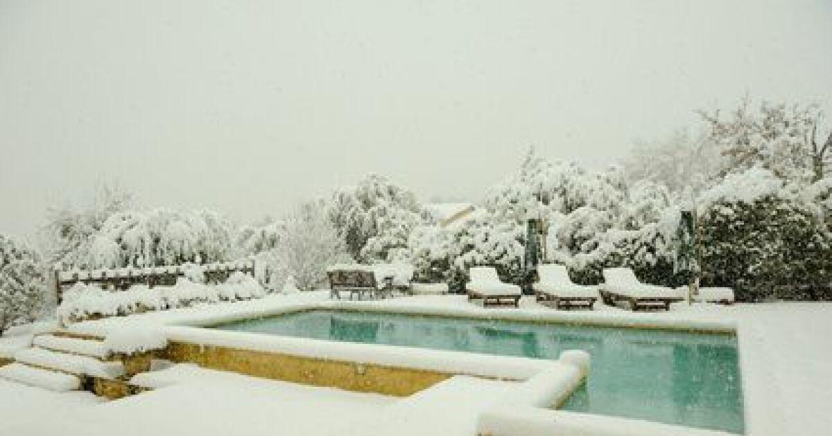 Un coffret hors gel pour la piscine viter le gel de l 39 eau de la piscine - Entretien piscine hivernage actif ...