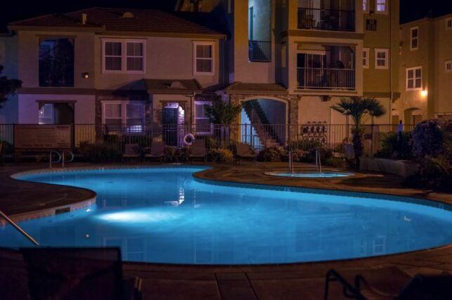 Un éclairage pour votre piscine enterrée