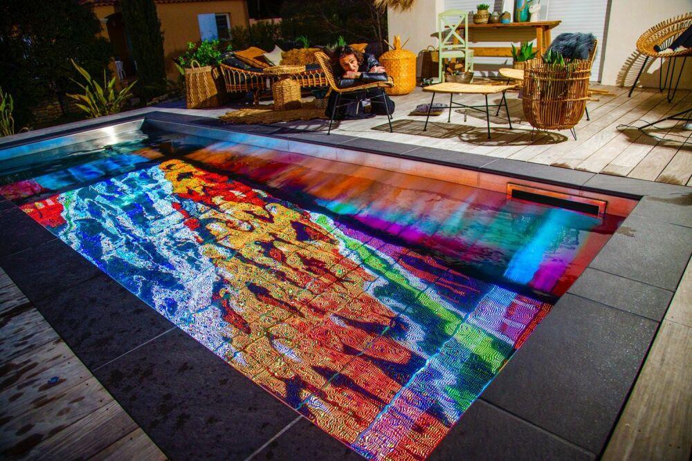 Un écran au fond de votre piscine avec Pooloop© Pooloop