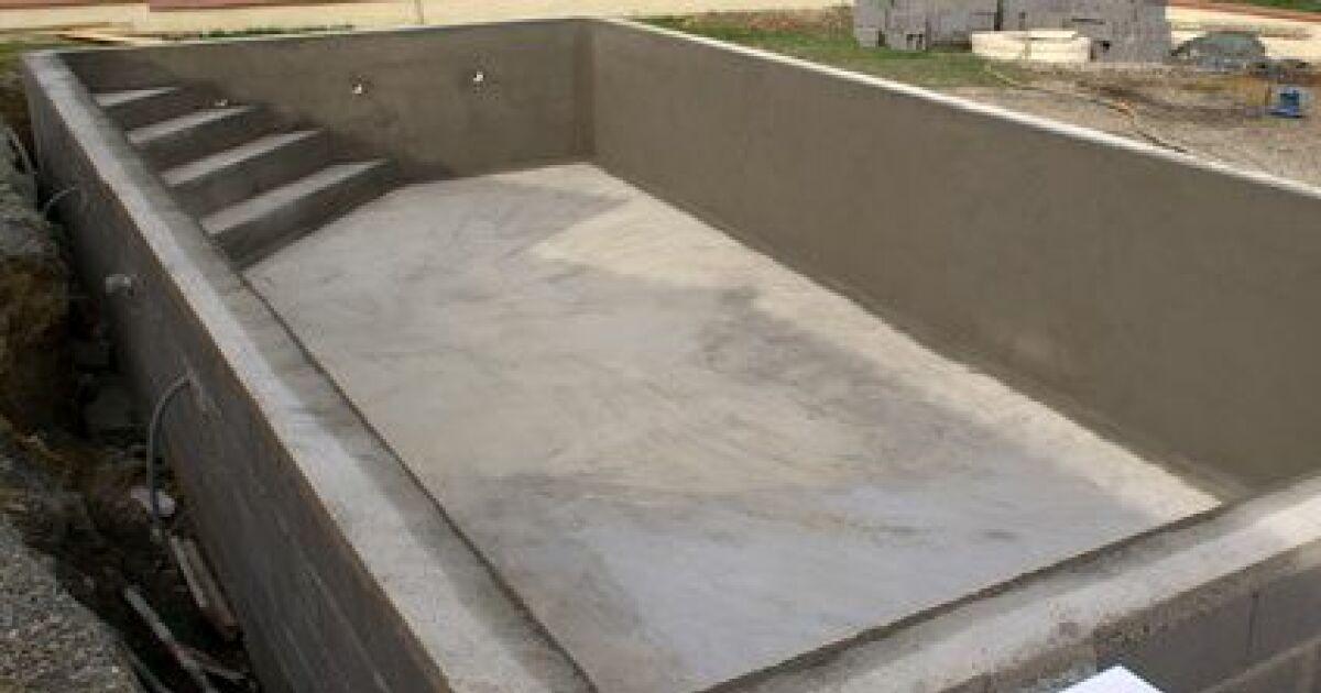 Choisir un escalier d 39 angle pour sa piscine confortable et esth tique - Prix d une mini piscine ...