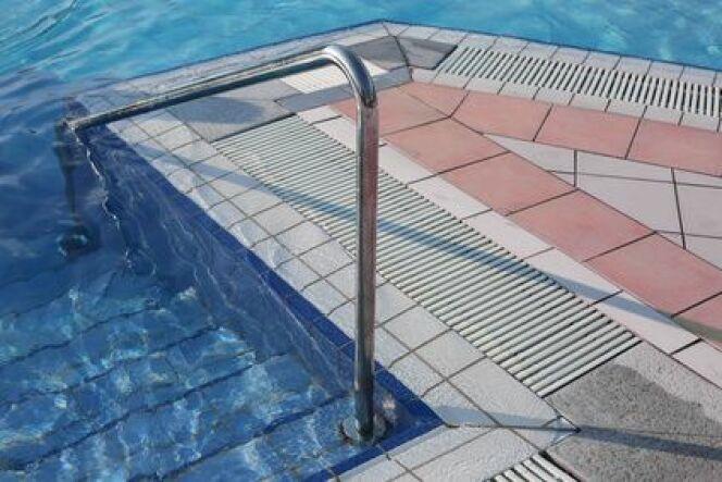 Un escalier de piscine sur-mesure