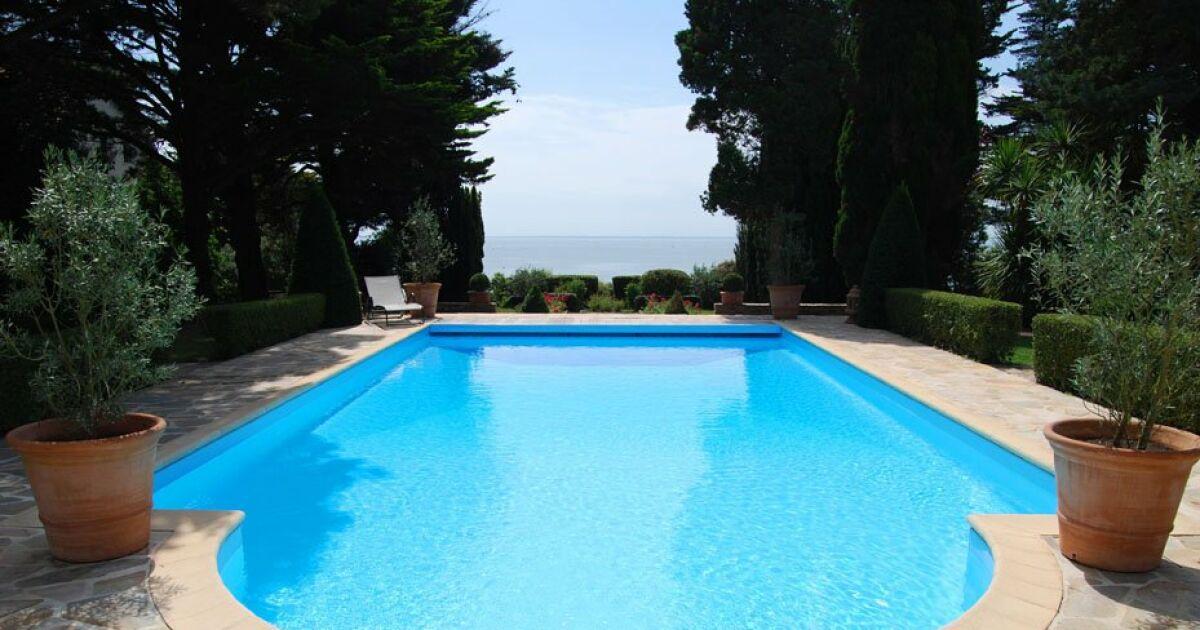 Trouvez le bon fabricant de piscine coque polyester for Fabricant de piscine