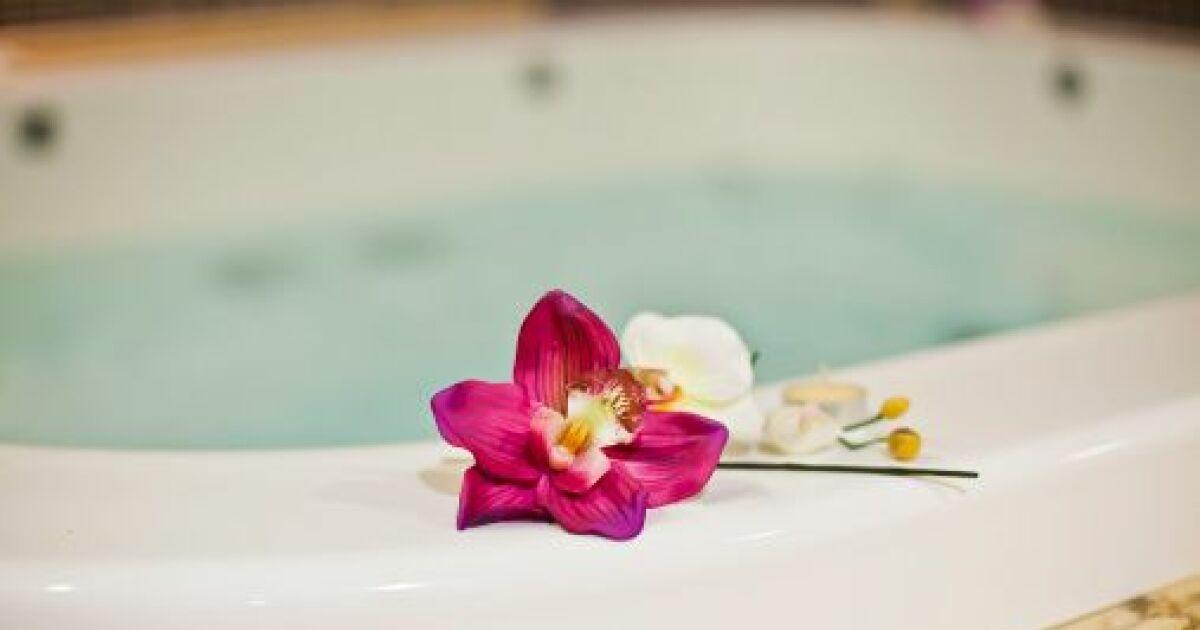 un jacuzzi chez soi le bain bulles la maison ou dans le jardin. Black Bedroom Furniture Sets. Home Design Ideas