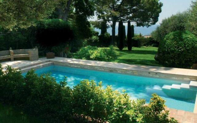 Un jardin aménagé autour de votre piscine - Guide-Piscine.fr