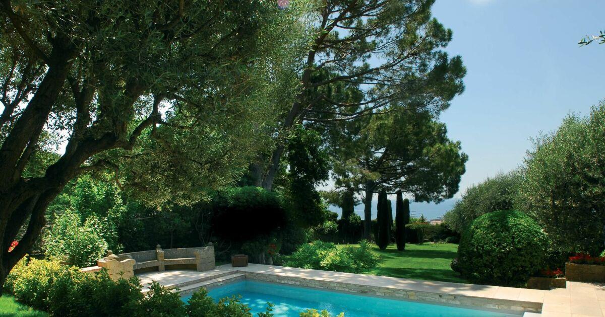 dossier jardin autour de la piscine nos conseils pour. Black Bedroom Furniture Sets. Home Design Ideas