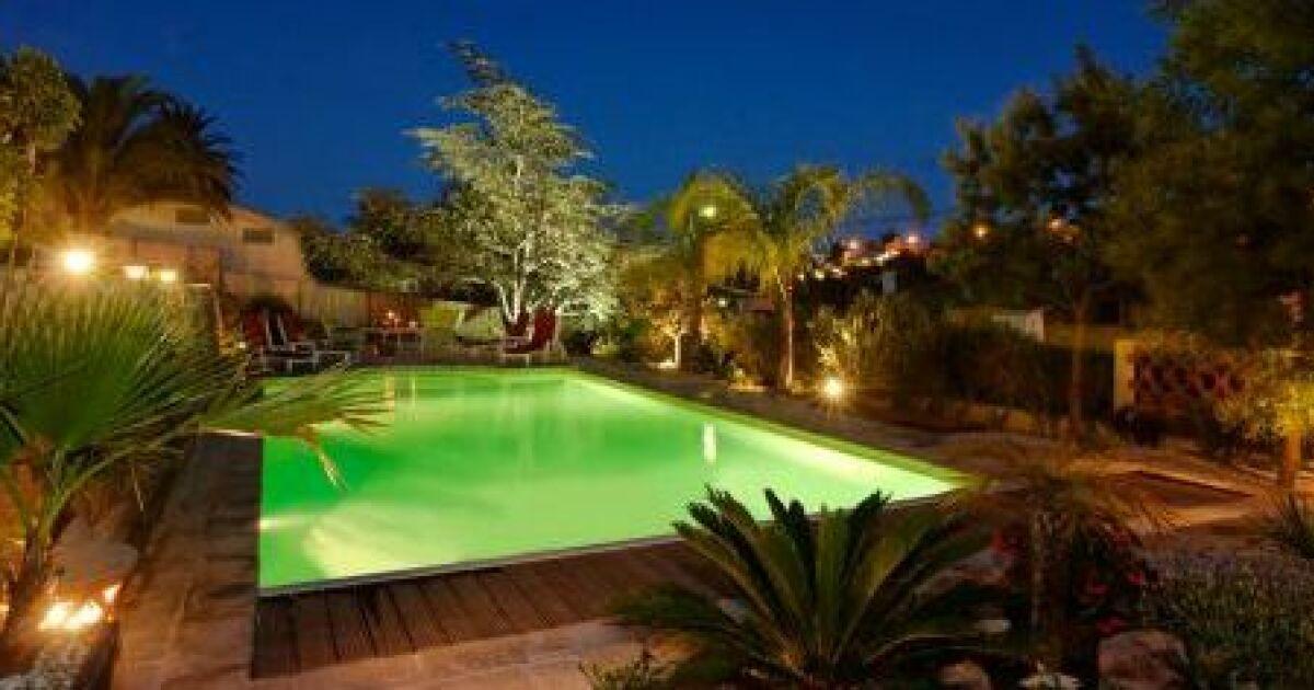 un jardin et une terrasse pour agr menter votre piscine. Black Bedroom Furniture Sets. Home Design Ideas