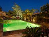 Un jardin et une terrasse pour agrémenter votre piscine