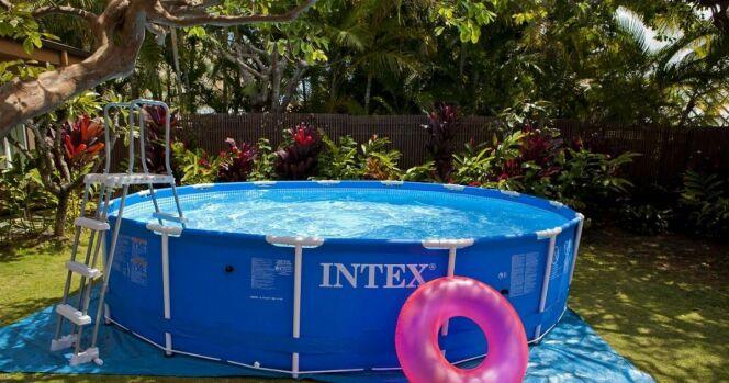 """Un locataire d'une maison peut-il installer une piscine dans le jardin ?<span class=""""normal italic petit"""">© Intex</span>"""