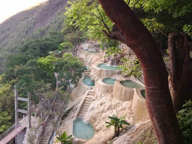 Un magnifique panorama sur les montagnes mexicaines depuis les grottes de Tolantongo