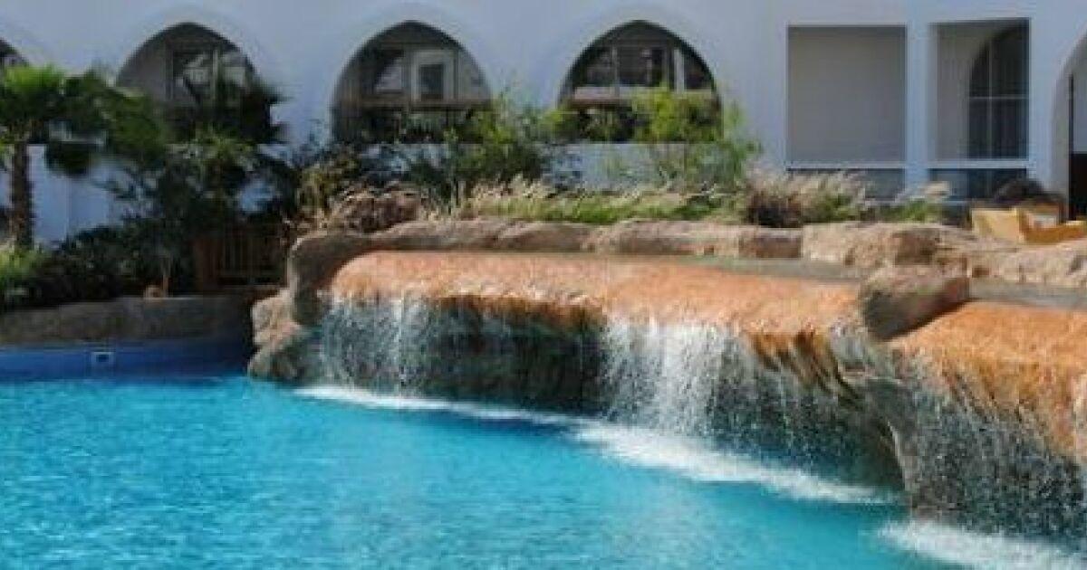 un mur d eau autour de votre piscine. Black Bedroom Furniture Sets. Home Design Ideas