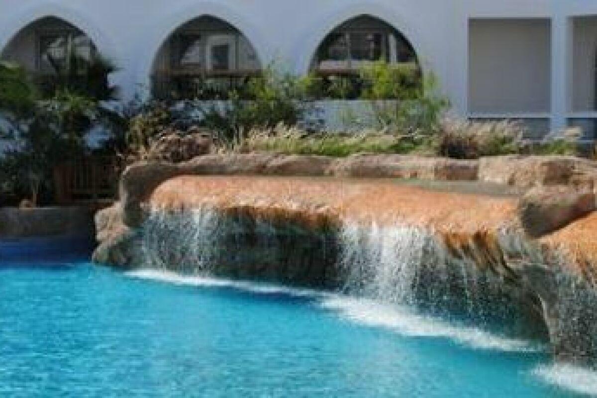 Realiser Un Mur D Eau Exterieur un mur d'eau autour de votre piscine - guide-piscine.fr