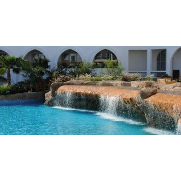 Un mur d eau autour de votre piscine for Piscine x eau cognac