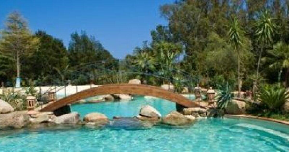Un pont c t de votre piscine for Simulateur de jardin