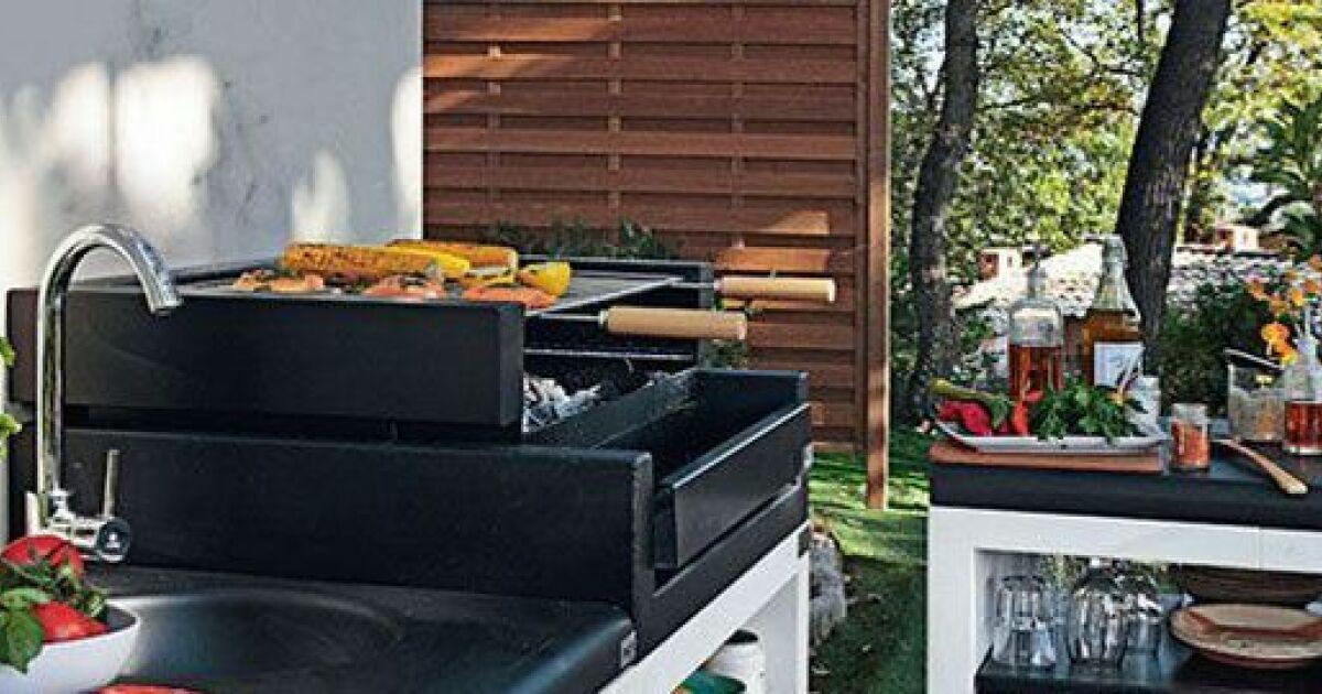 Un pool house avec cuisine d t for Cuisine d ete piscine
