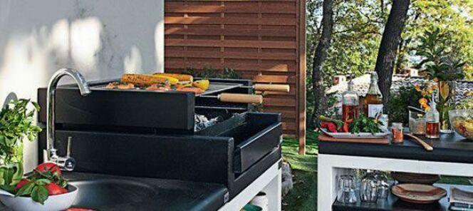 """Une cuisine d'été installée en extérieur<span class=""""normal italic petit"""">© Leroy Merlin</span>"""
