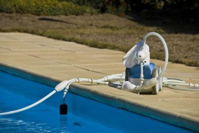 """Un robot de piscine haut de gamme est souvent une garantie de qualité.<span class=""""normal italic petit"""">© Pixinoo - Fotolia</span>"""