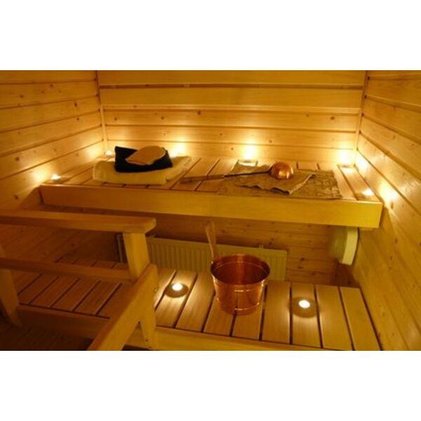 Les Saunas Sont Traditionnellement Réalisés En Bois Un Matériau Qui Conserve La Chaleur Et Possède