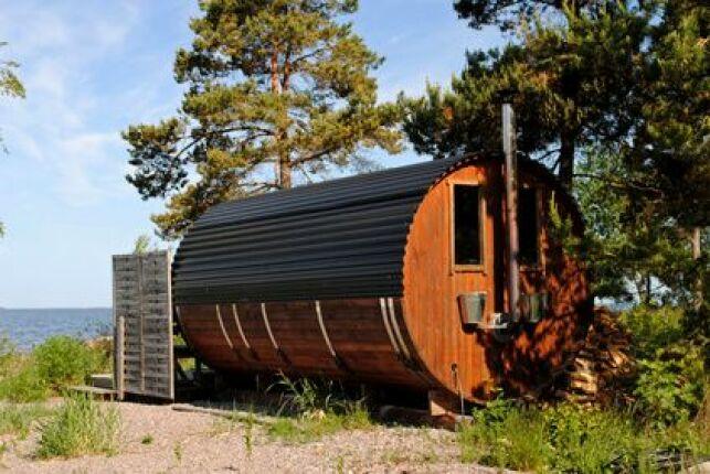 Un sauna tonneau ajoutera une petite touche d'originalité à votre jardin.