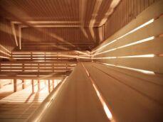 Un sauna traditionnel à vapeur : le choix du poêle au feu de bois