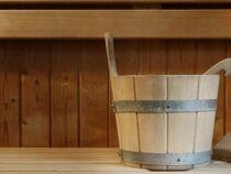 Un seau pour le sauna : répandez la vapeur !