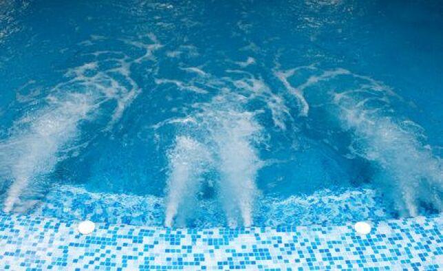 Un spa de nage extérieur