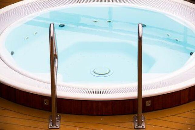 Le spa rond est facile à intégrer dans son environnement.